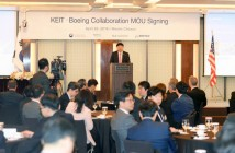 Minister Joo Hyung-hwan of MOTIE is making his greeting at a workshop for management of Boeing's partners that was held at Seoul Westin Chosun Hotel on the 20th.